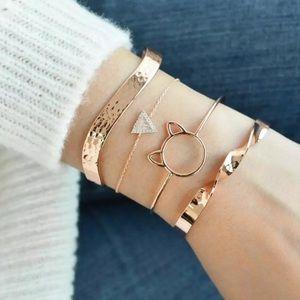 ⚜️[𝟯/$𝟮𝟴]⚜️4 Layered Cat Gold Bracelets Set NEW
